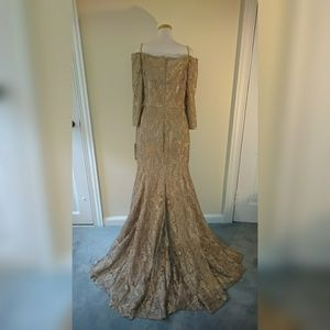 Dresses & Skirts - Plus size gold gown